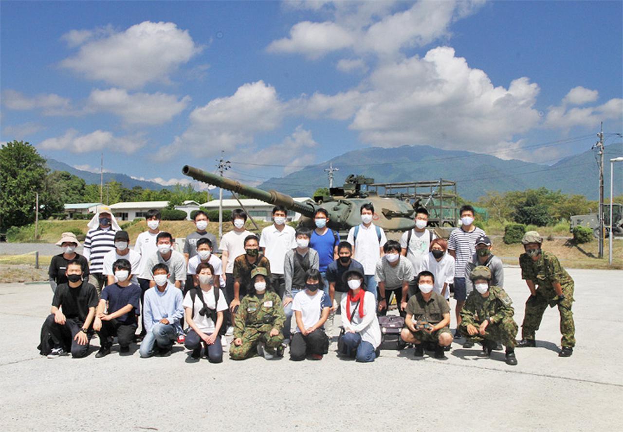 画像2: 入隊予定者ら新隊員の野戦特科訓練を見学 岡山地本