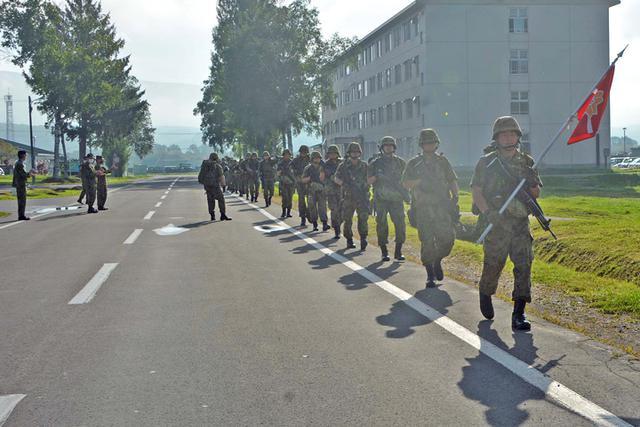 画像3: 新隊員25人が行進訓練 35キロ全員完歩|名寄駐屯地