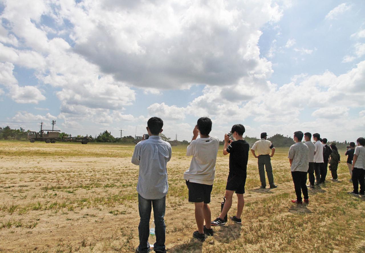 画像4: 入隊予定者ら新隊員の野戦特科訓練を見学 岡山地本