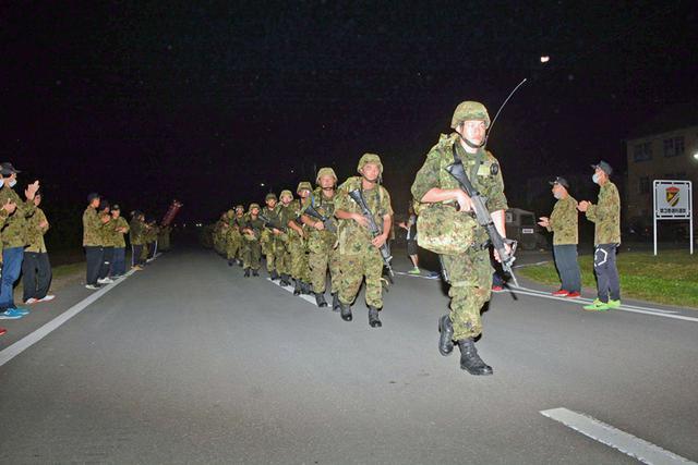 画像7: 新隊員25人が行進訓練 35キロ全員完歩|名寄駐屯地