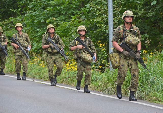 画像4: 新隊員25人が行進訓練 35キロ全員完歩|名寄駐屯地