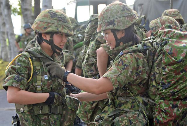 画像1: 新隊員25人が行進訓練 35キロ全員完歩|名寄駐屯地
