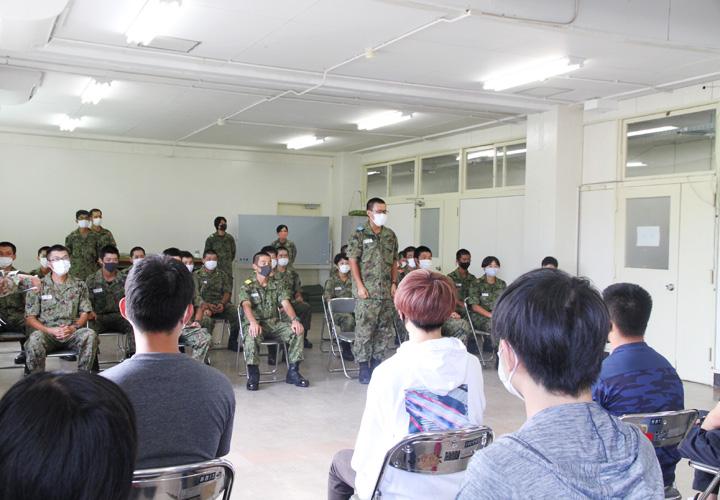 画像3: 入隊予定者ら新隊員の野戦特科訓練を見学 岡山地本