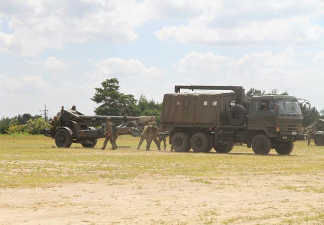 画像5: 入隊予定者ら新隊員の野戦特科訓練を見学|岡山地本