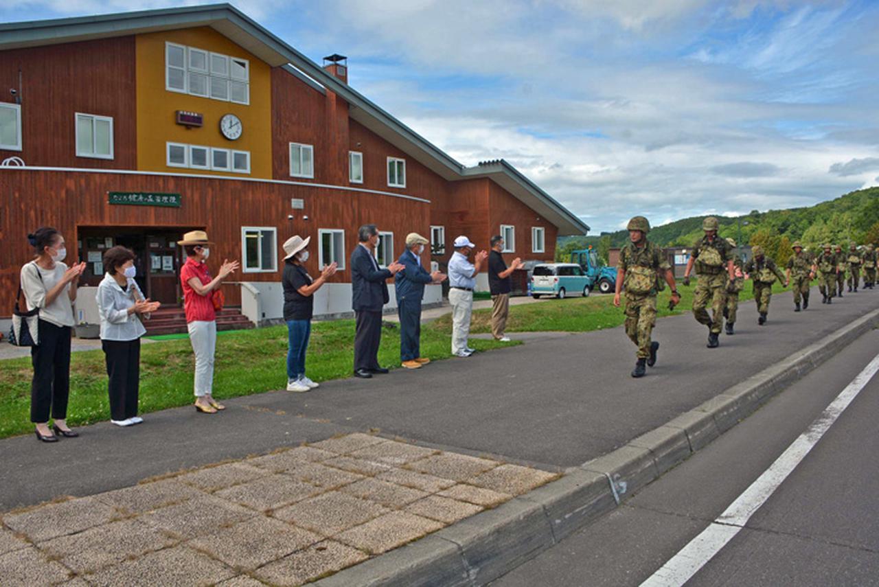 画像5: 新隊員25人が行進訓練 35キロ全員完歩|名寄駐屯地