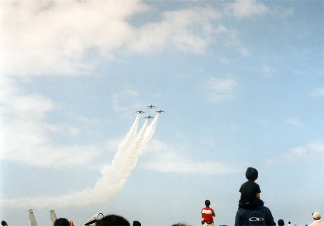 画像: 《筆者がはじめてブルーインパルスを見た小松基地航空祭2003年》