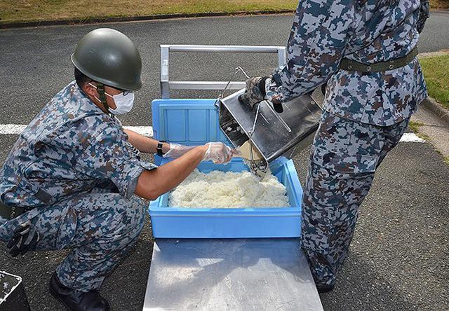 画像3: 防災訓練で人命救助・野外炊飯など演練 空自芦屋基地