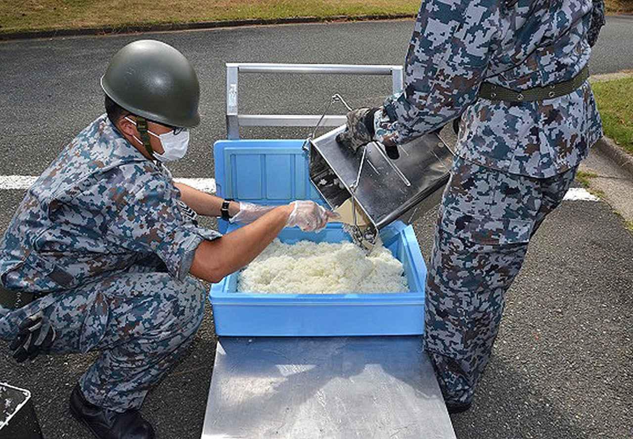 画像3: 防災訓練で人命救助・野外炊飯など演練|空自芦屋基地