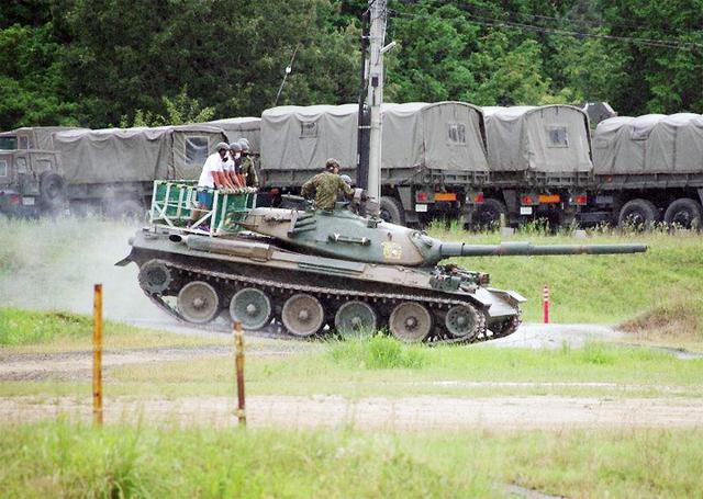 画像2: 若者が今津駐屯地で74式戦車試乗|岐阜地本