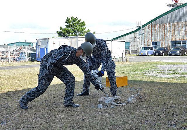 画像2: 防災訓練で人命救助・野外炊飯など演練 空自芦屋基地