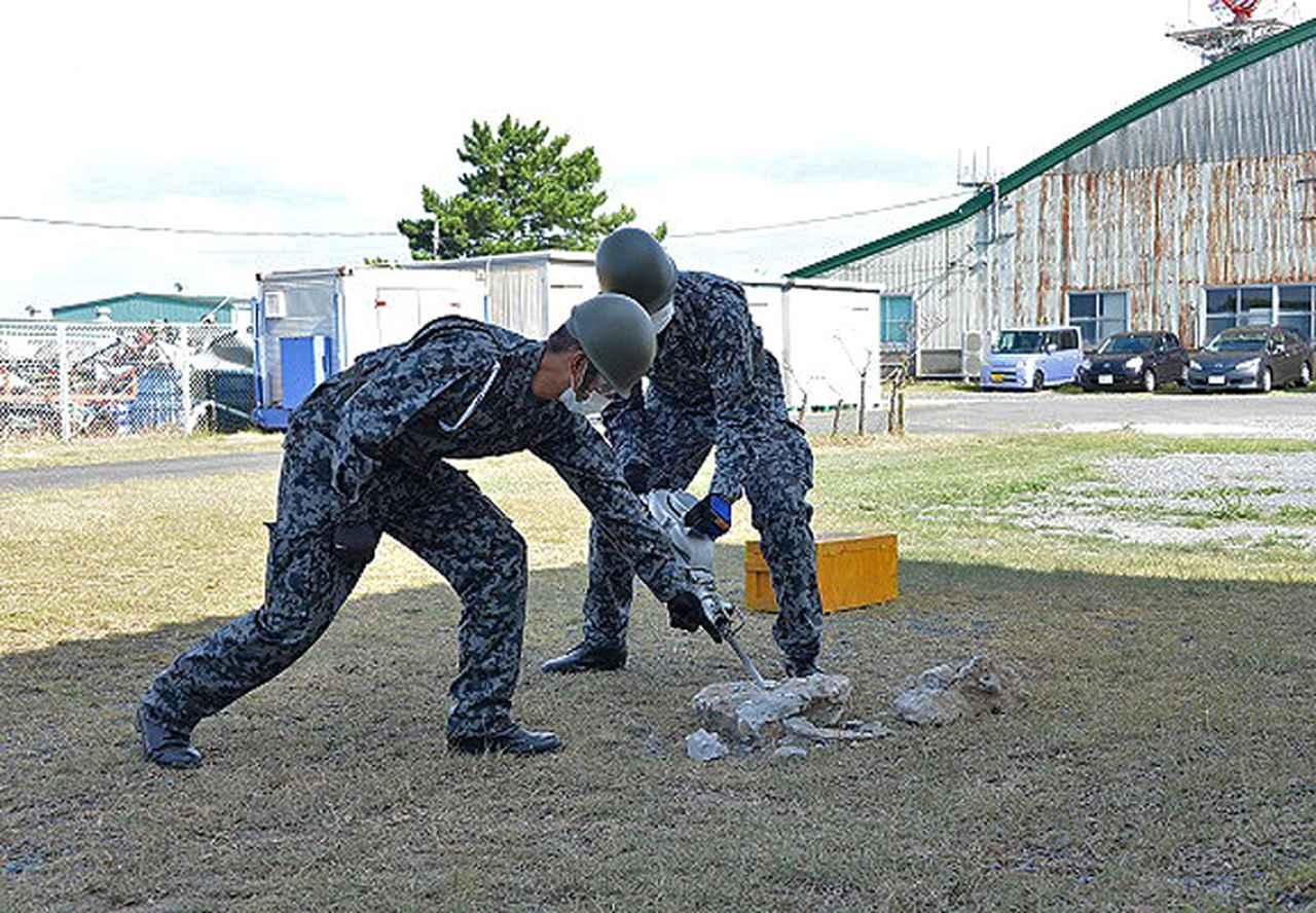 画像2: 防災訓練で人命救助・野外炊飯など演練|空自芦屋基地