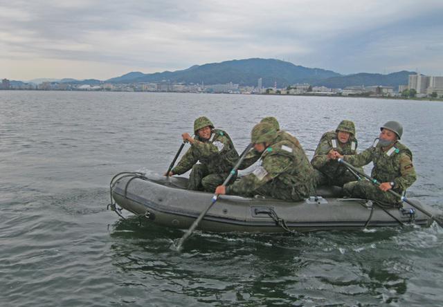 画像4: 水路潜入訓練(2020年10月7日)