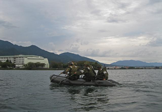 画像2: 水路潜入訓練(2020年10月7日)