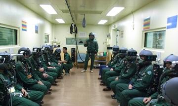 画像: 《低圧訓練装置。写真出展:航空自衛隊航空医学実験隊》