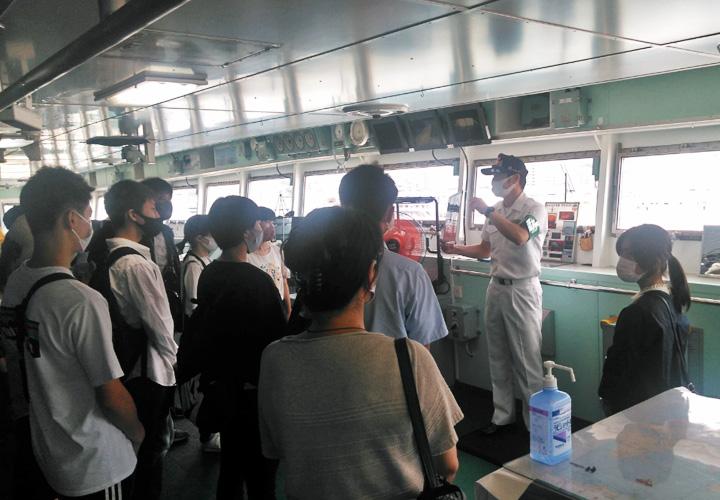 画像: 自衛隊見学ツアーで砕氷艦「しらせ」見学 熊本地本
