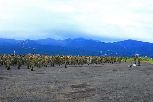 画像1: 第3次連隊野営 「常即公」一丸で訓練|武山駐屯地
