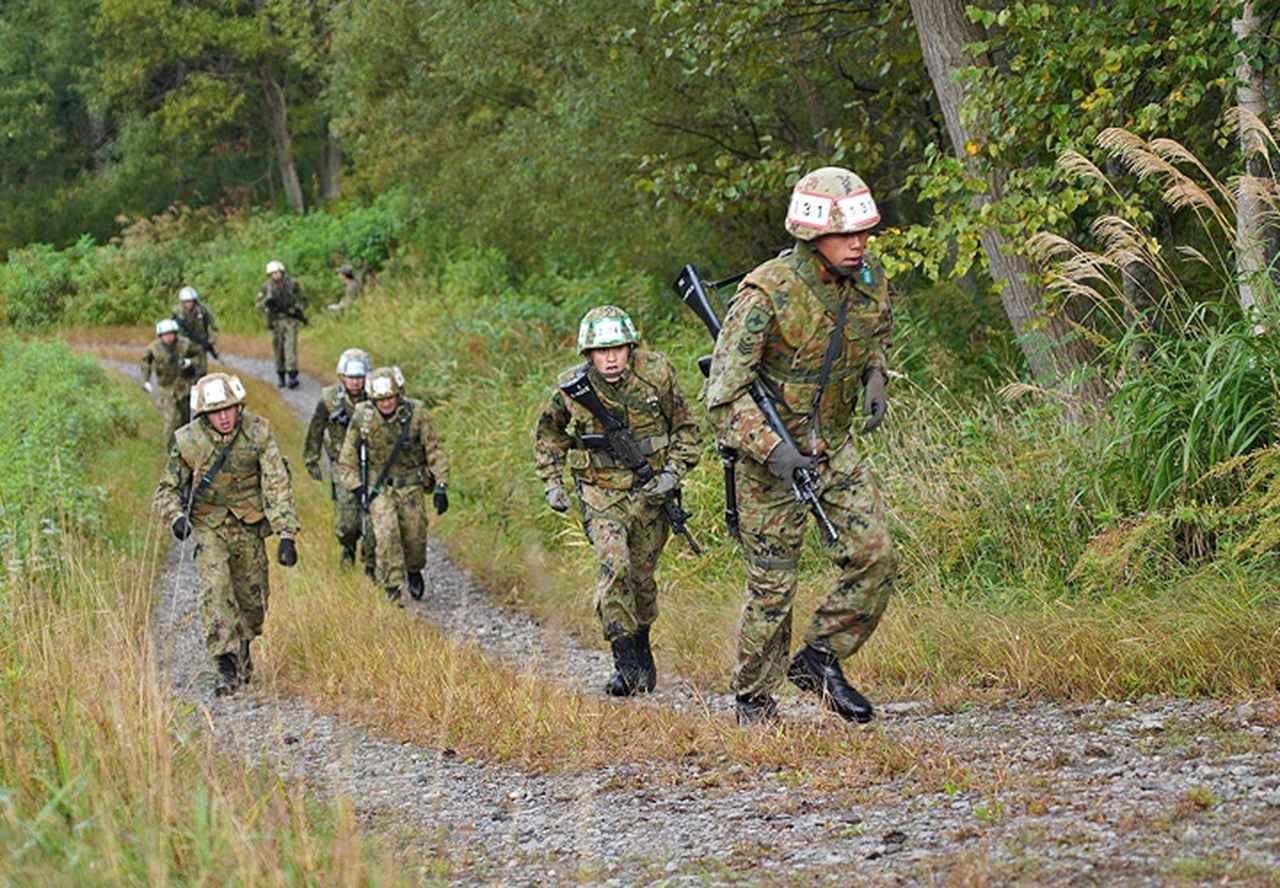 画像4: 武装走競技会 本部管理中隊が悲願の優勝 美唄駐屯地