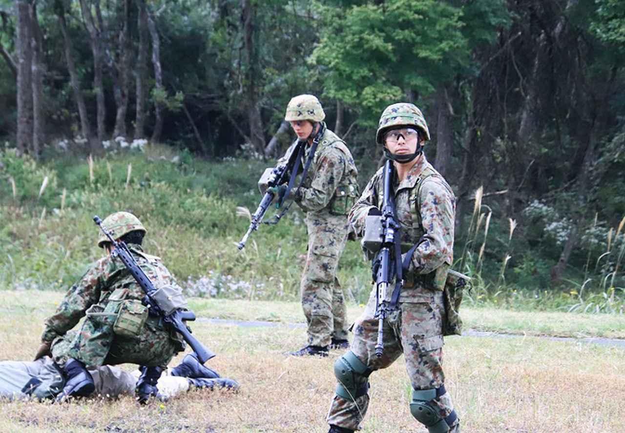 画像5: 市街地での部隊行動を演練
