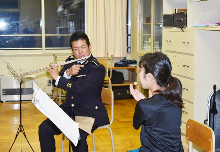 画像3: 陸自5音楽隊が中学吹奏楽部員に技術指導 帯広地本