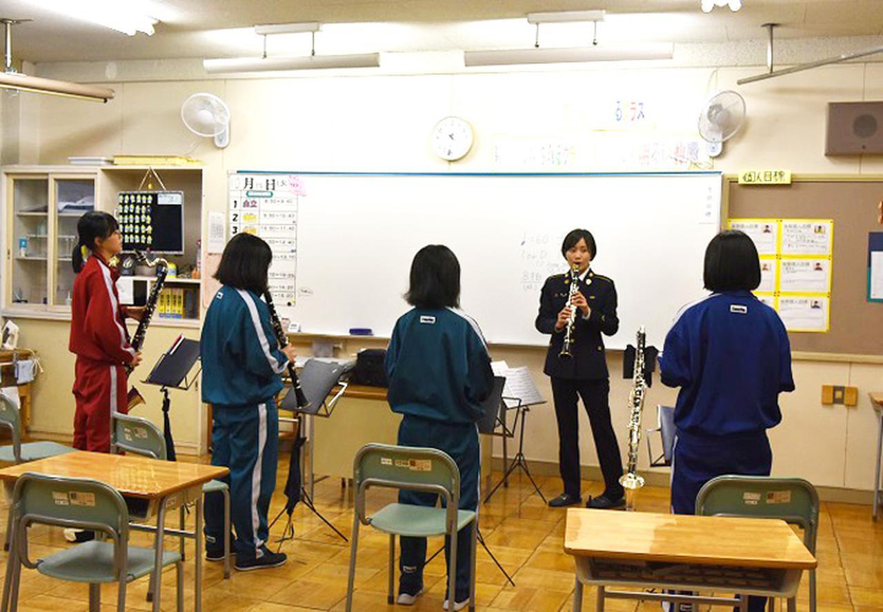 画像2: 陸自5音楽隊が中学吹奏楽部員に技術指導 帯広地本