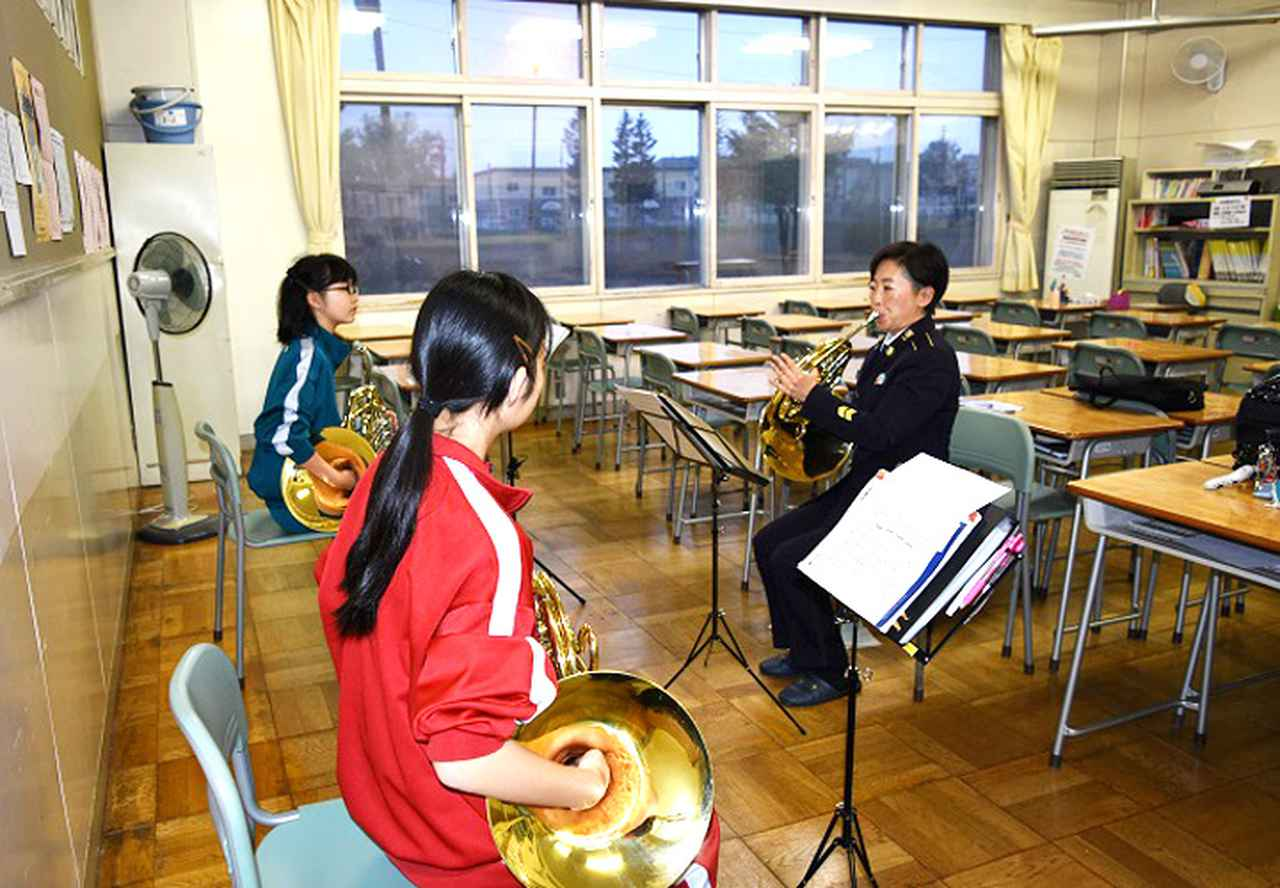 画像1: 陸自5音楽隊が中学吹奏楽部員に技術指導 帯広地本