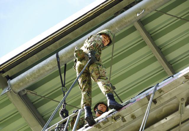 画像1: 幹候校の学生15人がリぺリング降下体験|松本駐屯地