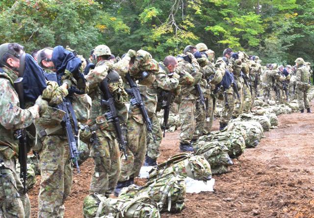画像1: 4特科群が2個特大の訓練を検閲|上富良野駐屯地