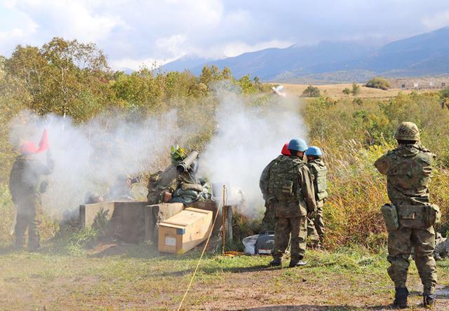 画像: 敵戦車に射撃する01ATM手