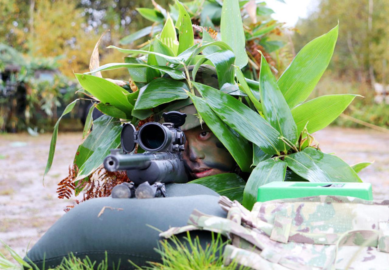 画像: 敵指揮官を狙撃する狙撃手