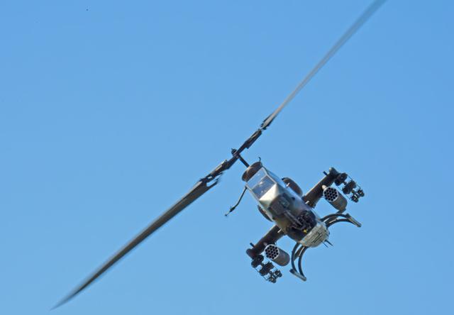 画像: 飛行展示(AH1S)