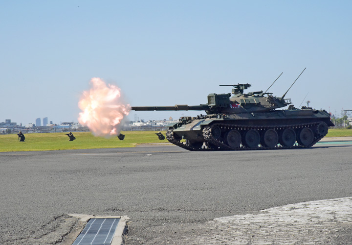 画像: 訓練展示(74式戦車)