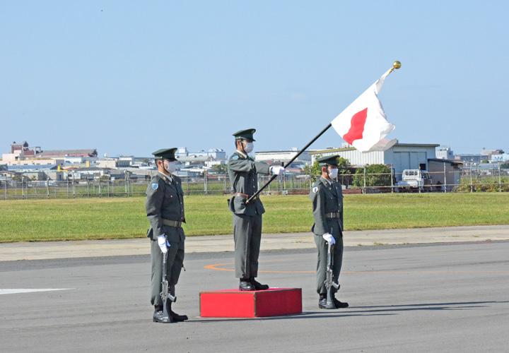 画像: 国旗登壇