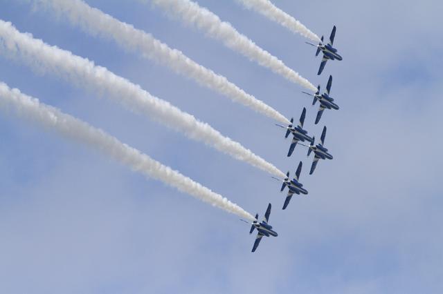 画像: 2019年小松基地航空祭の左旋回デルタ360ターン