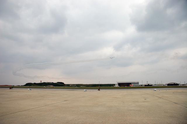 画像: 2006年那覇基地航空祭での左旋回でのデルタ360ターン