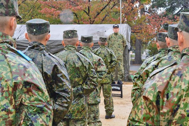 画像: 担任官・池田1陸尉の訓示