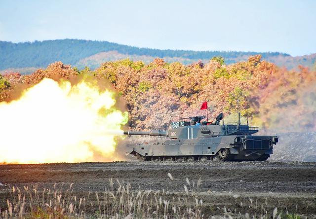 画像: 90式戦車 躍進射撃