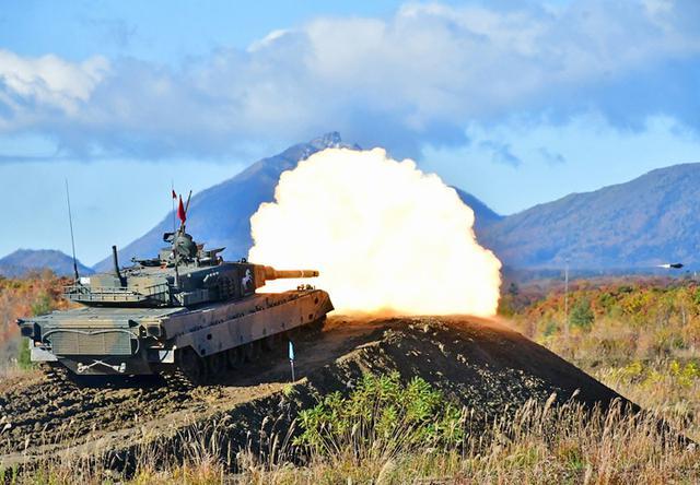 画像: 90式戦車 稜線射撃