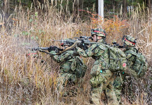 画像: 敵先遣部隊に対して攻撃