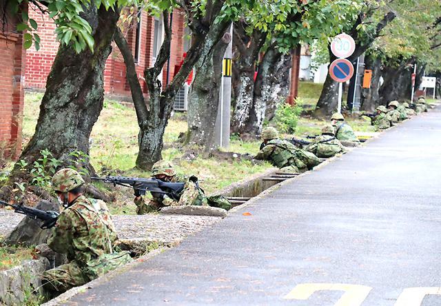 画像4: 事態対処兵站訓練 補給業務、駐屯地警備の練度向上|陸自関西補給処