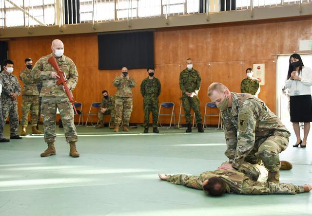 画像: 米陸軍による捕獲要領の展示