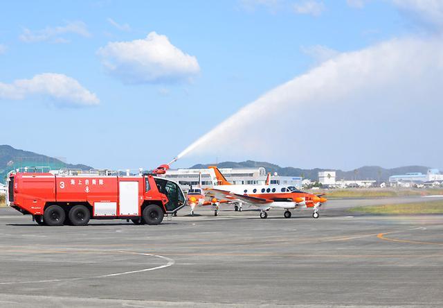 画像4: 基地開隊62周年行事/無事故飛行61万時間で1級賞状|海自徳島教育航空群