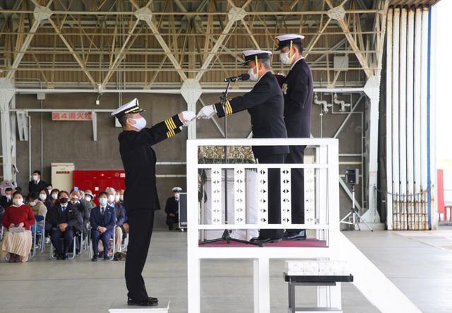 画像5: 基地開隊62周年行事/無事故飛行61万時間で1級賞状|海自徳島教育航空群