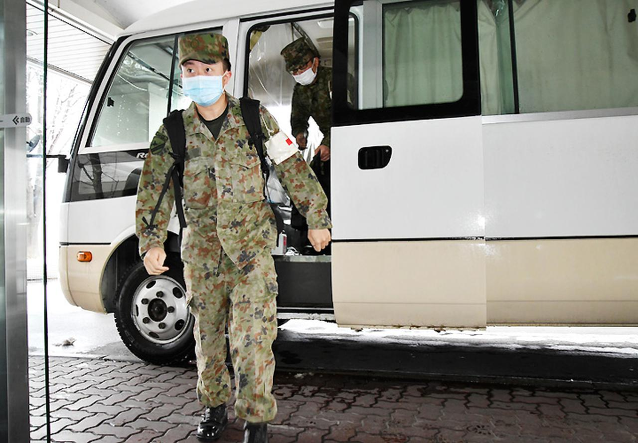 画像: 吉田病院「病院に到着した派遣隊員」