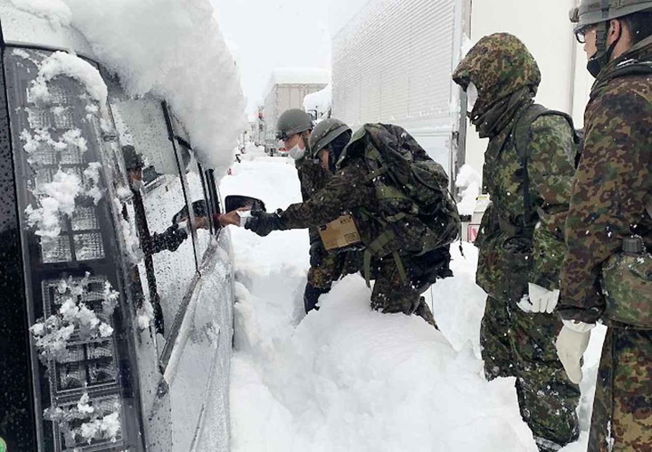 画像: 第2普通科連隊 食糧等の配布及び安否確認