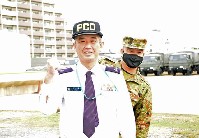 画像: 愛知地本一宮所 山下2陸曹(左)・第10通信大隊 稲垣准陸尉(右)