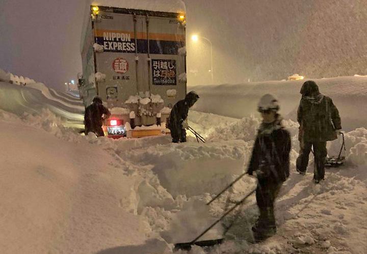 画像: 第2普通科連隊 除雪支援