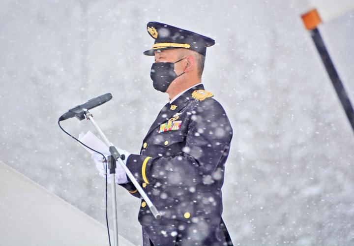 画像: 式辞を述べる観閲官
