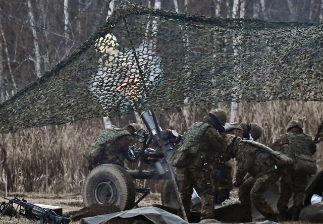 画像: 射撃支援中の火力支援中隊