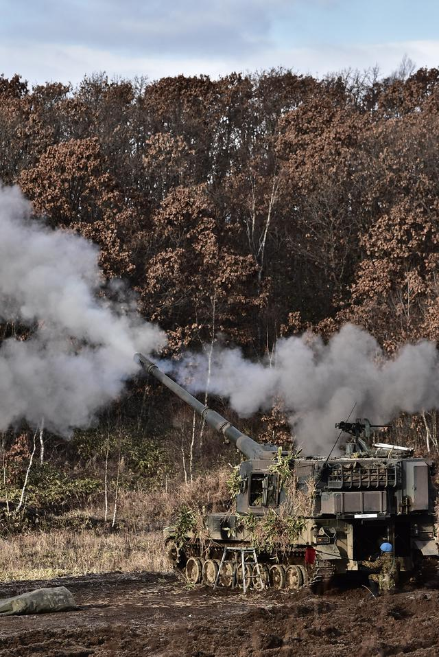 画像: 射撃支援中の99式自走りゅう弾砲
