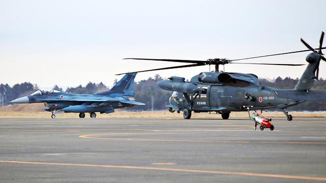 画像1: 百里救難隊(UH60J及びU125A)飛行初め